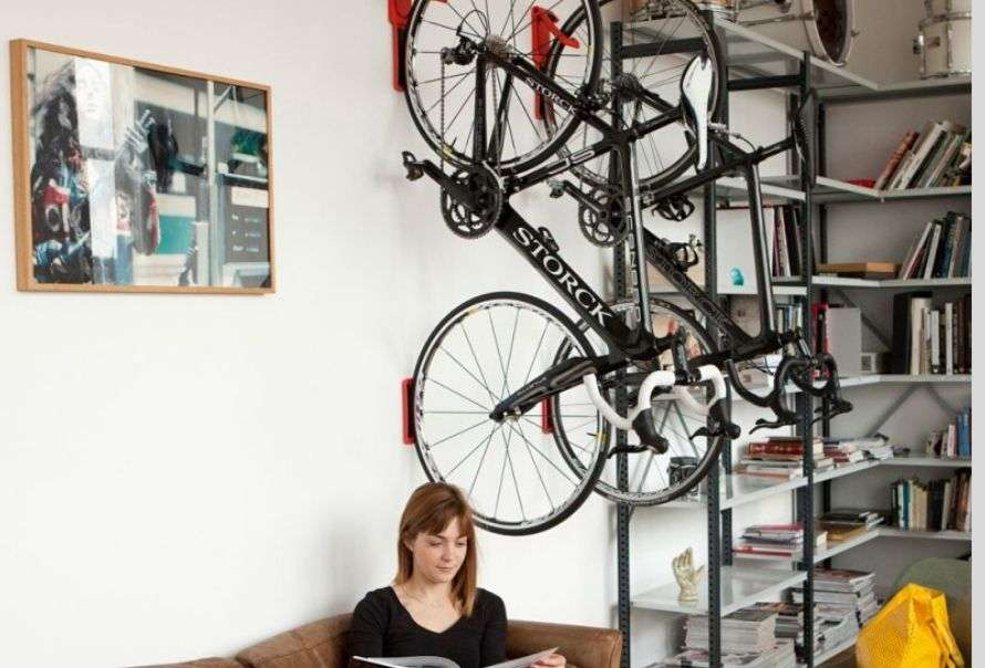 Permanent wall-mounted vertical bike